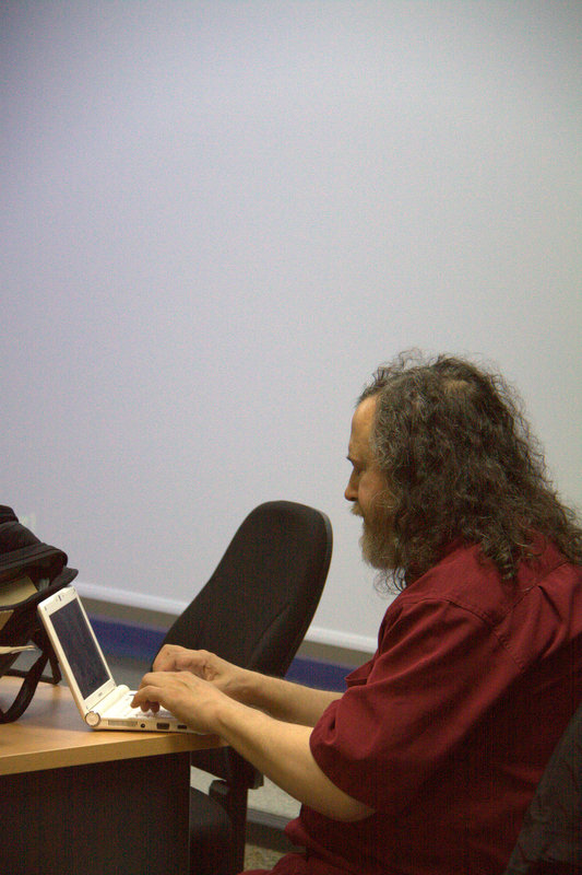 Richard Stallman patchant Emacs